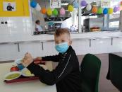 den dětí v jídelně_10